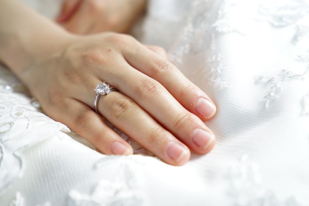 Los mejores anillos solitarios para tu compromiso